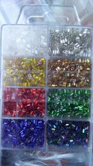 Abalorios alargados de varios colores
