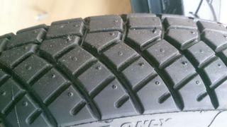 Neumáticos de agua peludos