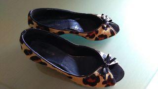 Zapatos de cuña en leopardo y charol