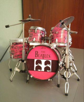 Mini batería The Beatles completa 12 centímetros de altura