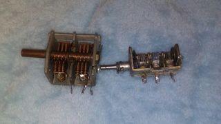 Dos condensadores antiguos