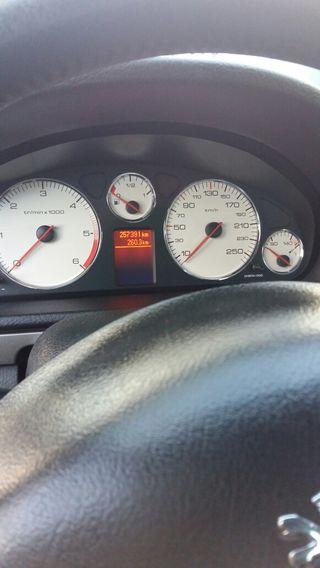 Se vende coche en perfecto estado de todo. coche en buenas condiciones mejor ver y probar 2. 0 hdi 136 cv tiene gps. sensores de Park todas las extras. Color gris