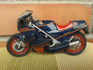 Maqueta moto Suzuki