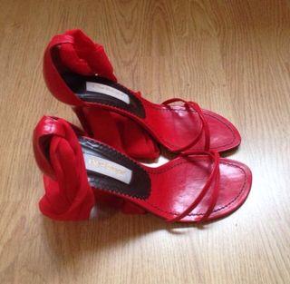 Sandalias de tacón rojas