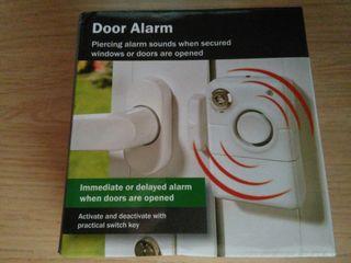 Alarma de apertura de puerta.