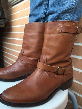 Botas de piel, color marrón, talla 36