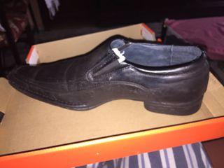 Zapatos negros puntera 45 poco uso