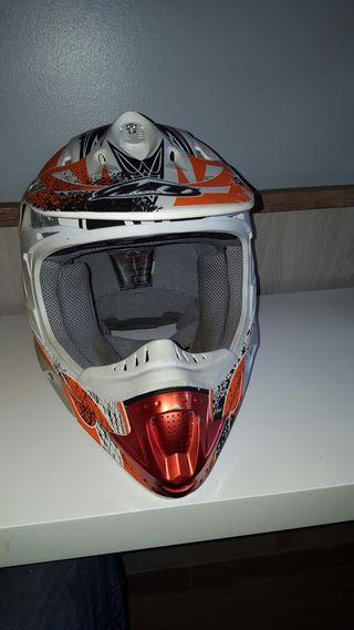 vendo casco motocros MT. impecable cambio por error de medida.