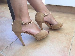 Zapatos tacon cadena dorada