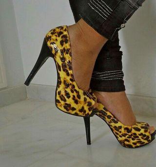Zapatos leopardos amarillos tallas 35. 38. 39