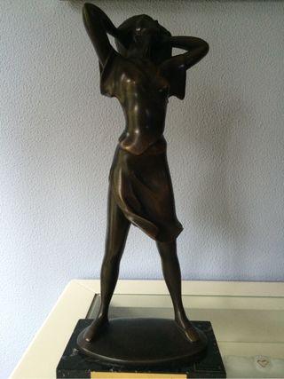 Escultura de bronce fundido