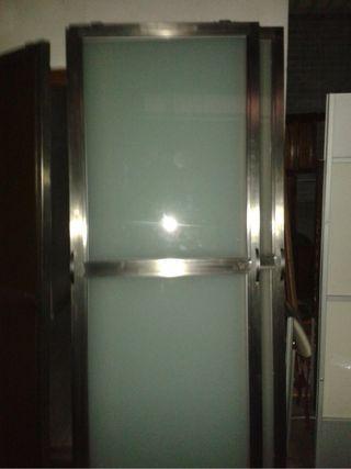 Puertas de acero inoxidable y cristal