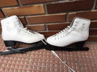 Patines de hielo blancos