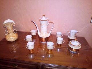 Lote 7 - Conjunto de cafe y jarrón