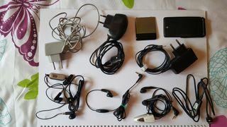 Cargadores y auriculares de móviles antiguos