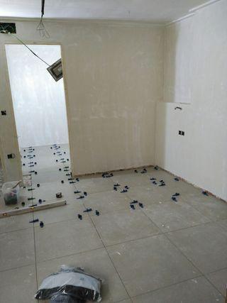Suelo porcelanico 60x60 color beige marca marazzi en for Suelo porcelanico 60x60