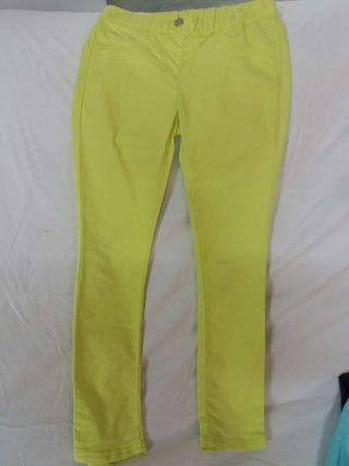 Pantalon amarrillo talla8-9