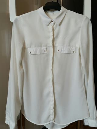 Camisa blanca botones dorados