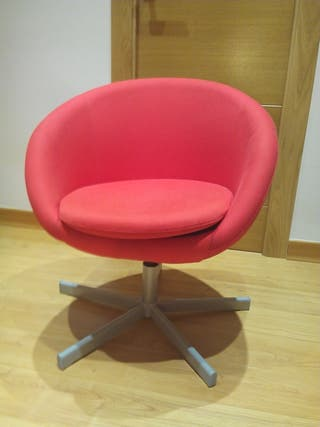 Sillon color rojo de Ikea.