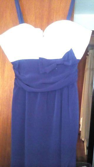Un vestido de Fiesta talla 40 parte de arriba gasa blanco, lo demas azul marino ( utilizado una vez)