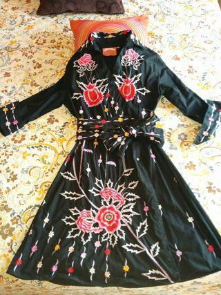 Vestido bordado flor de Almatrichi. Talla 40