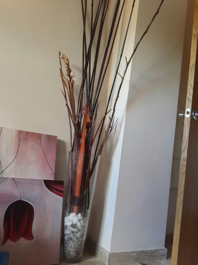 Decoracion De Canas Bambu Piedras Y Rama De Flores De Decoracion De - Decoracion-bambu