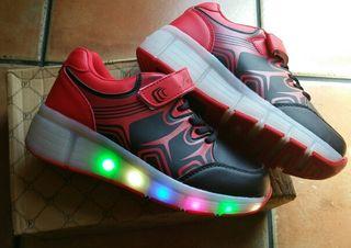 Zapatillas nuevas con ruedas y luz T. 36