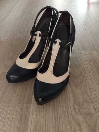 Zapatos Hoss Intropia con un par de usos