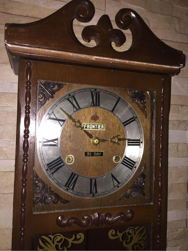 Reloj antiguo de pared FRONTIER