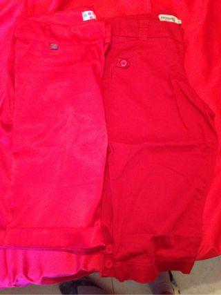 Dos pantalones rojos