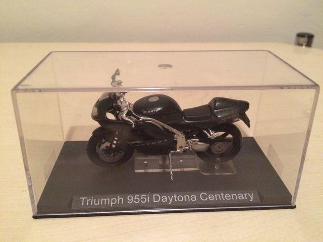 Triumph 955i Daytona Centenary