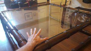 Mesa de cristal y madera