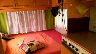 Vendo o cambio carabana muy bonita y nueva recién tapizada con cama de matrimonio y salón k se hace cama dos frigorífico microondas calefacion un buen deposito de agua regalo avanxe