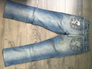 Tejanos J & Company con calaveras en los bolsillos