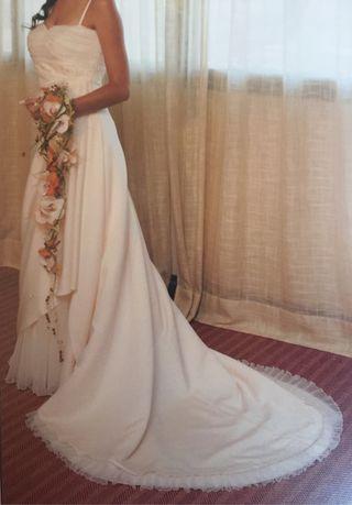 Vestido de novia, velo y cancán