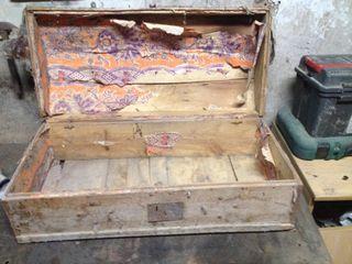 Baul de madera antiguo