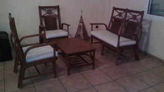 Sillones y mesa