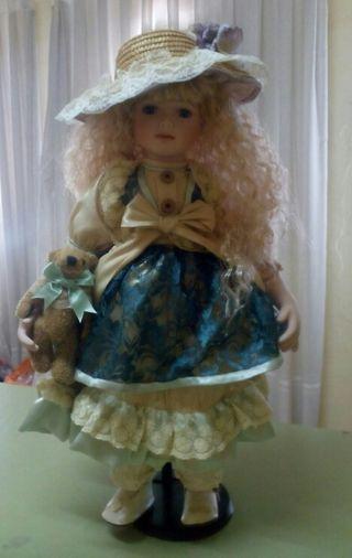 Muñeca de porcelana antigua