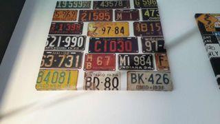 Originales cuadros de placas de matricula y de señales de trafico