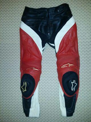 Pantalones cuero moto alinestar. Dos usos