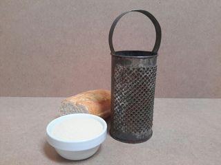 Antiguo rallador pan