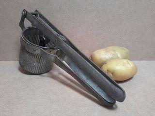 Antiguo triturador patatas