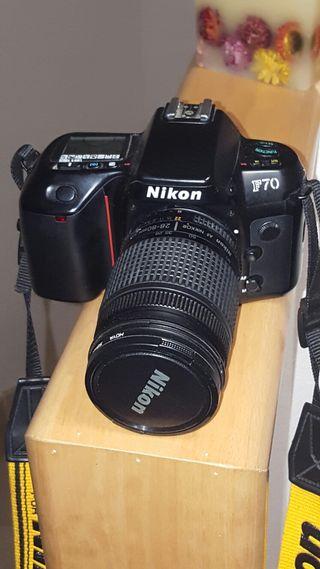 Nikon f70 analogica, con objetivo 28-80 y filtro u