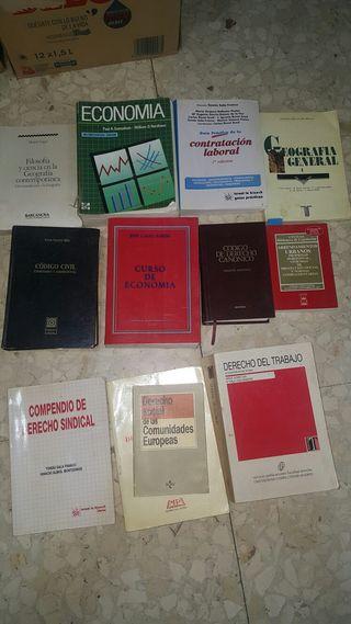 Libros de derecho y economía