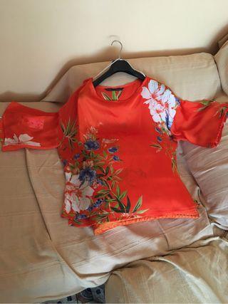 Blusa Zara naranja con flores