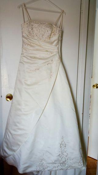 Vestido de novia. Regalo mantilla.