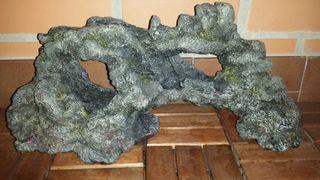 Decoración roca pecera