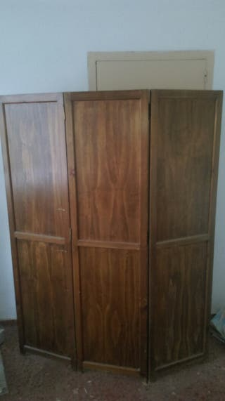 Biombo de madera antiquo. Medidas Alto 1,70 x 1,35 Ancho