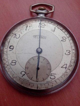 Antiguo reloj technos de bolsillo funcionando