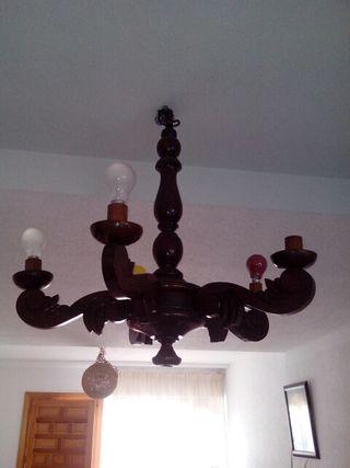 Antigua lámpara de madera labrada de 5 brazos